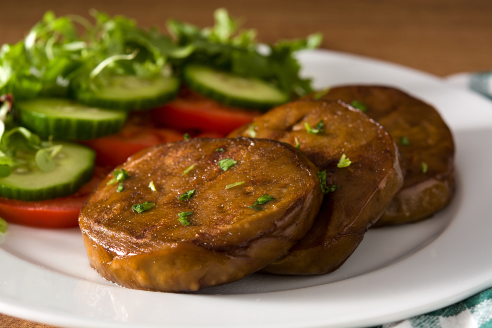 Seitan,With,Vegetables,On,Wooden,Table.close,Up.,Fake,Meat