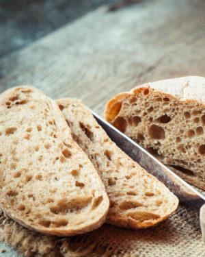 Pâine cu maia și pâine raw