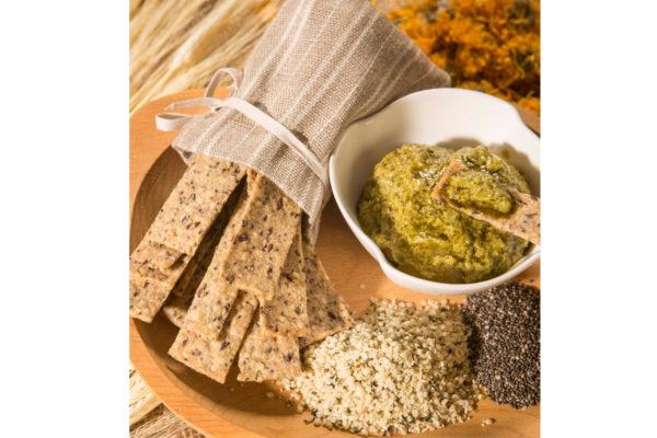 Crackers vegani cu seminţe de cânepă, in şi chia Hiper Ambrozia 125 gr